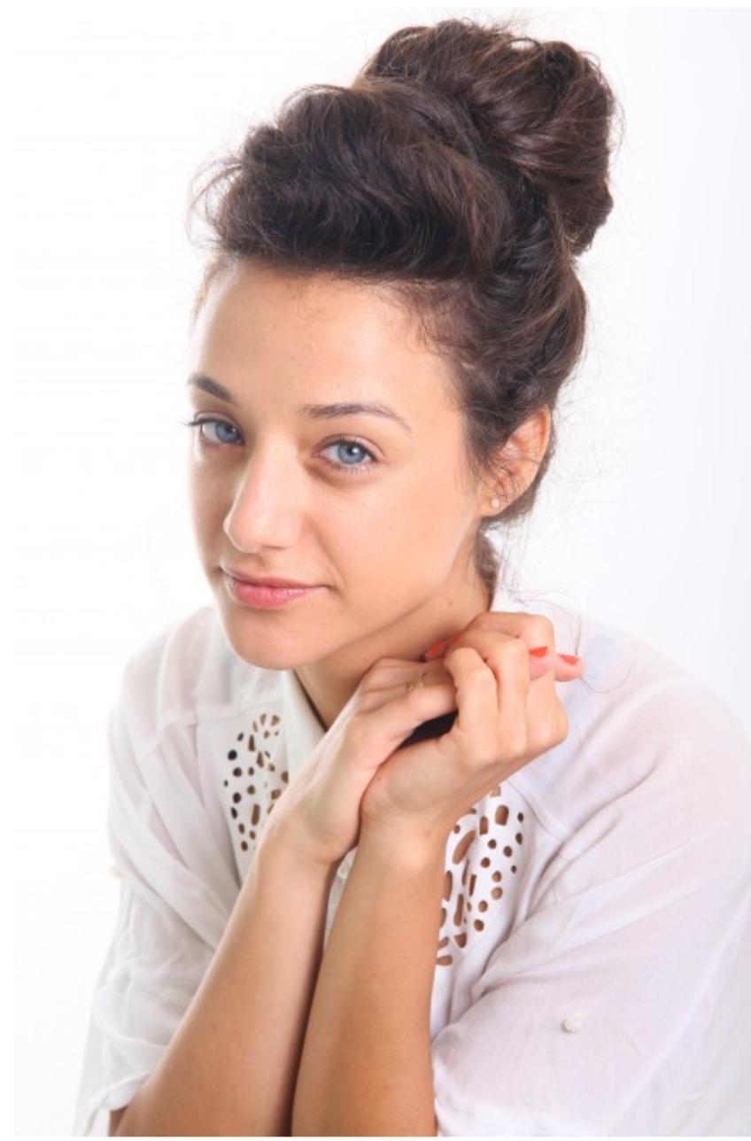 ענת גת - כותבת יוצרת שחקנית ומורה לתיאטרון